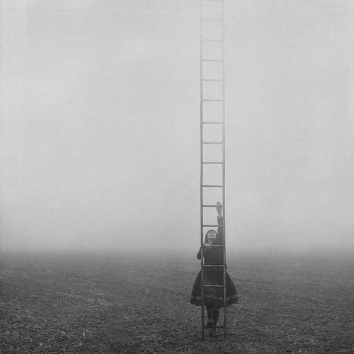 girl-ladder